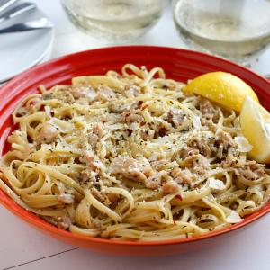 White Wine Clam Sauce Over Linguine - McCormick®
